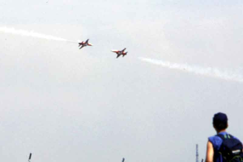 The Red Arrows 'syncro pair'.